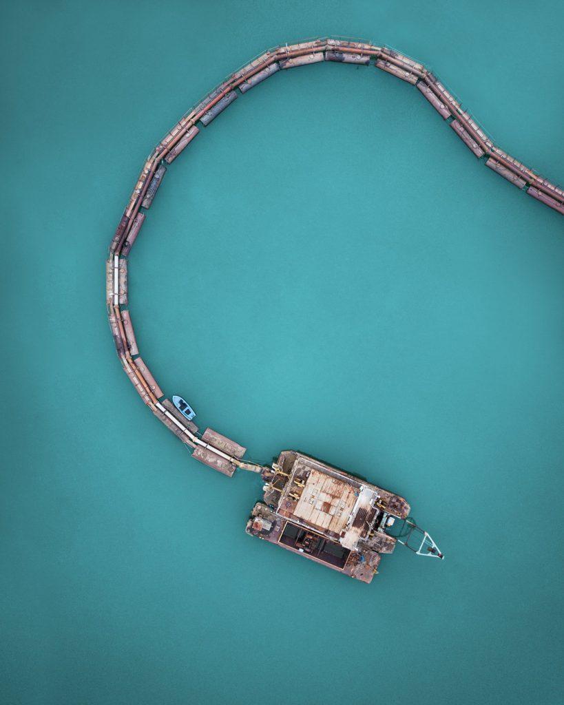 Самотната лодка